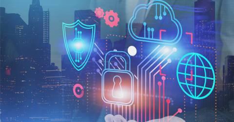 Hand van een zakenman houdt cyber beveiliging en computer interface in stad. Concept van data bescherming.
